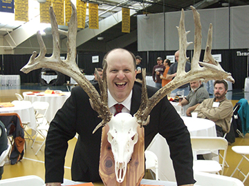 Ken Lindsay of Kenny Lindsay Benefit Auctioneers brings enthusiasm and fun to your benefit auction.
